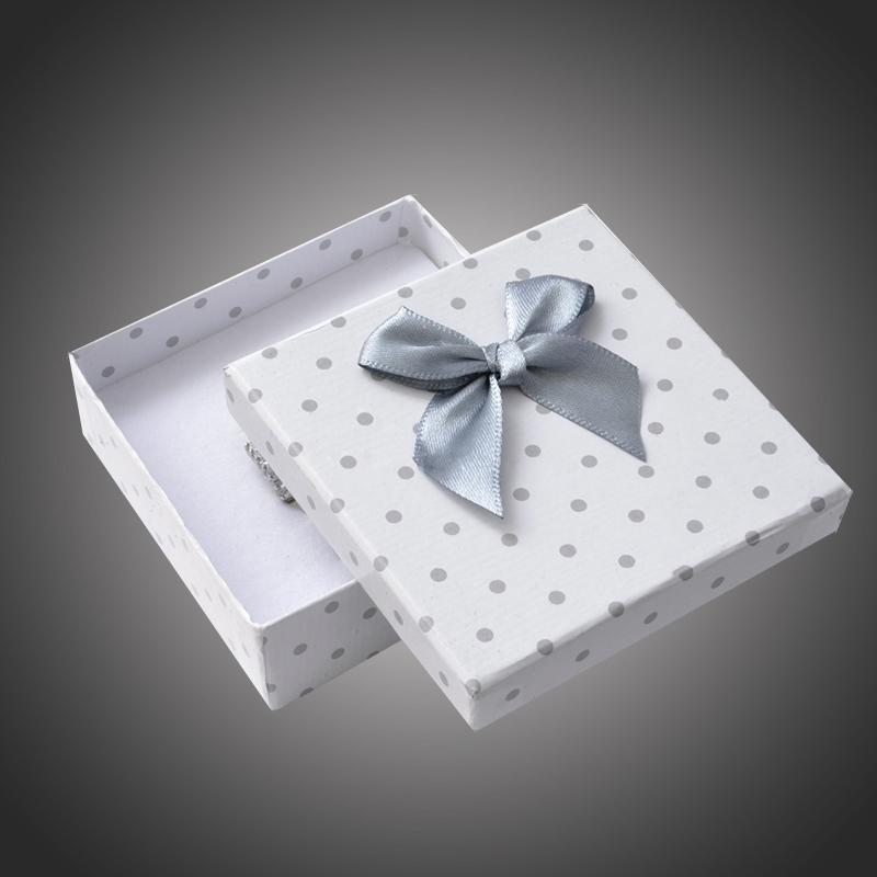 Puntíkatá dárková krabička na soupravu šperků