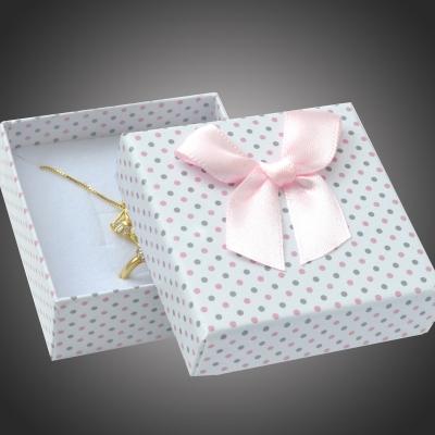 Puntíkatá dárková krabička na soupravu šperků Arco 4