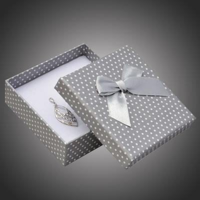 Puntíkatá dárková krabička na soupravu šperků Arco 6