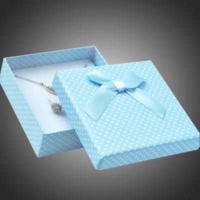 Puntíkatá dárková krabička na soupravu šperků Arco 16