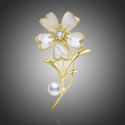 Brož s perlou a zirkony Benjamina - květina