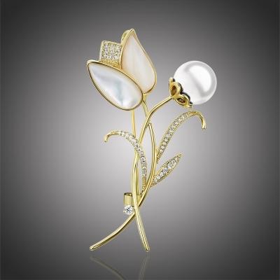 Brož s bílou perlou a zirkony Emidia - květina