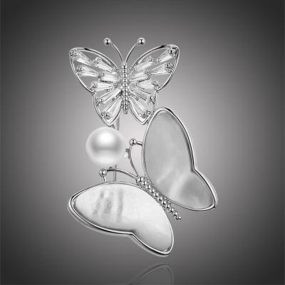 Brož s perlou a krystaly Katie White - motýl