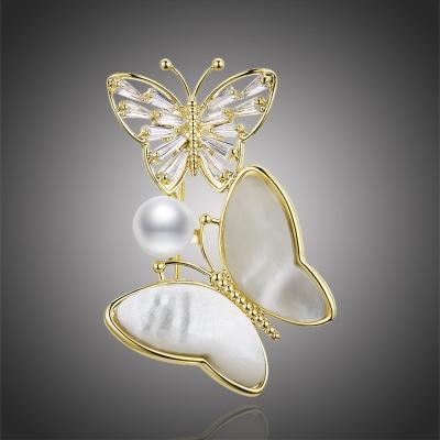 Brož s perlou a krystaly Katie - motýl